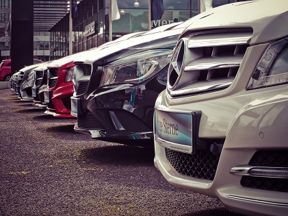 mercedes-benz-parked-in-a-row